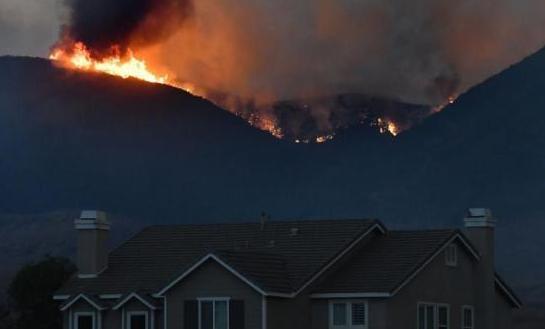 美加州山火延